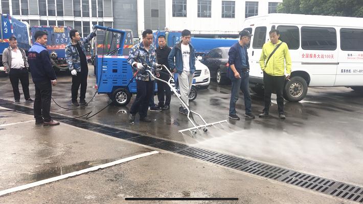 長寧環衛交機培訓——啟秀三輪沖洗車