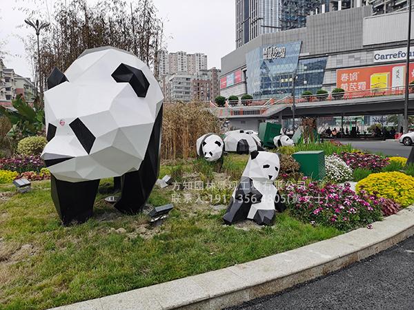 成都府青路二环立交桥下不锈钢块面熊猫雕塑