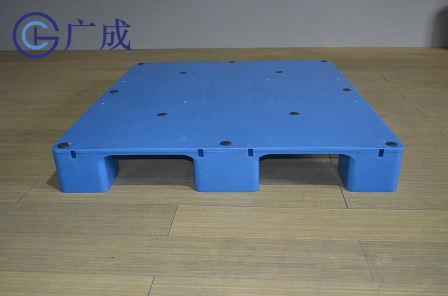 1210平板九腳塑料托盤安裝鋼管位置