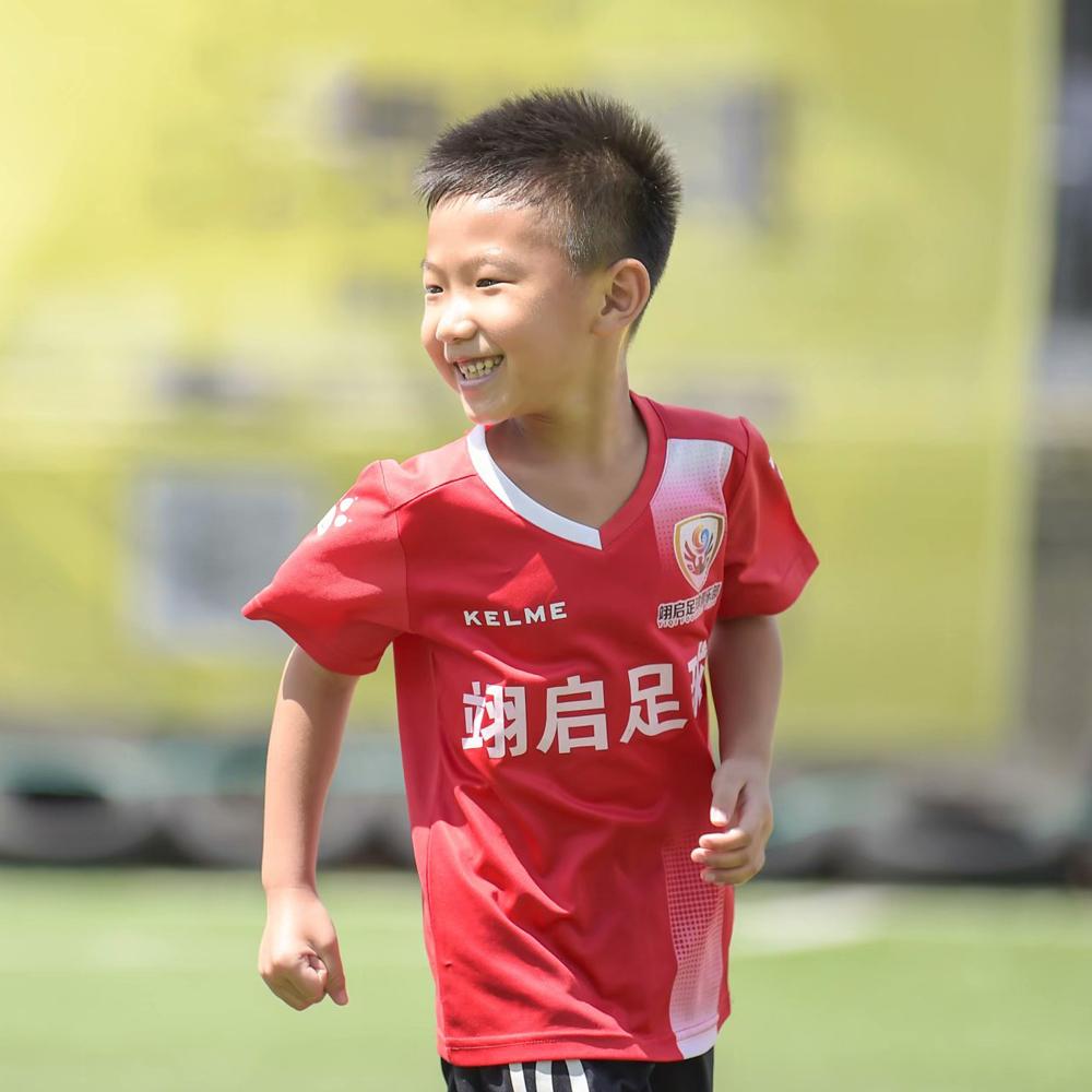 足球,要从娃娃开始学起
