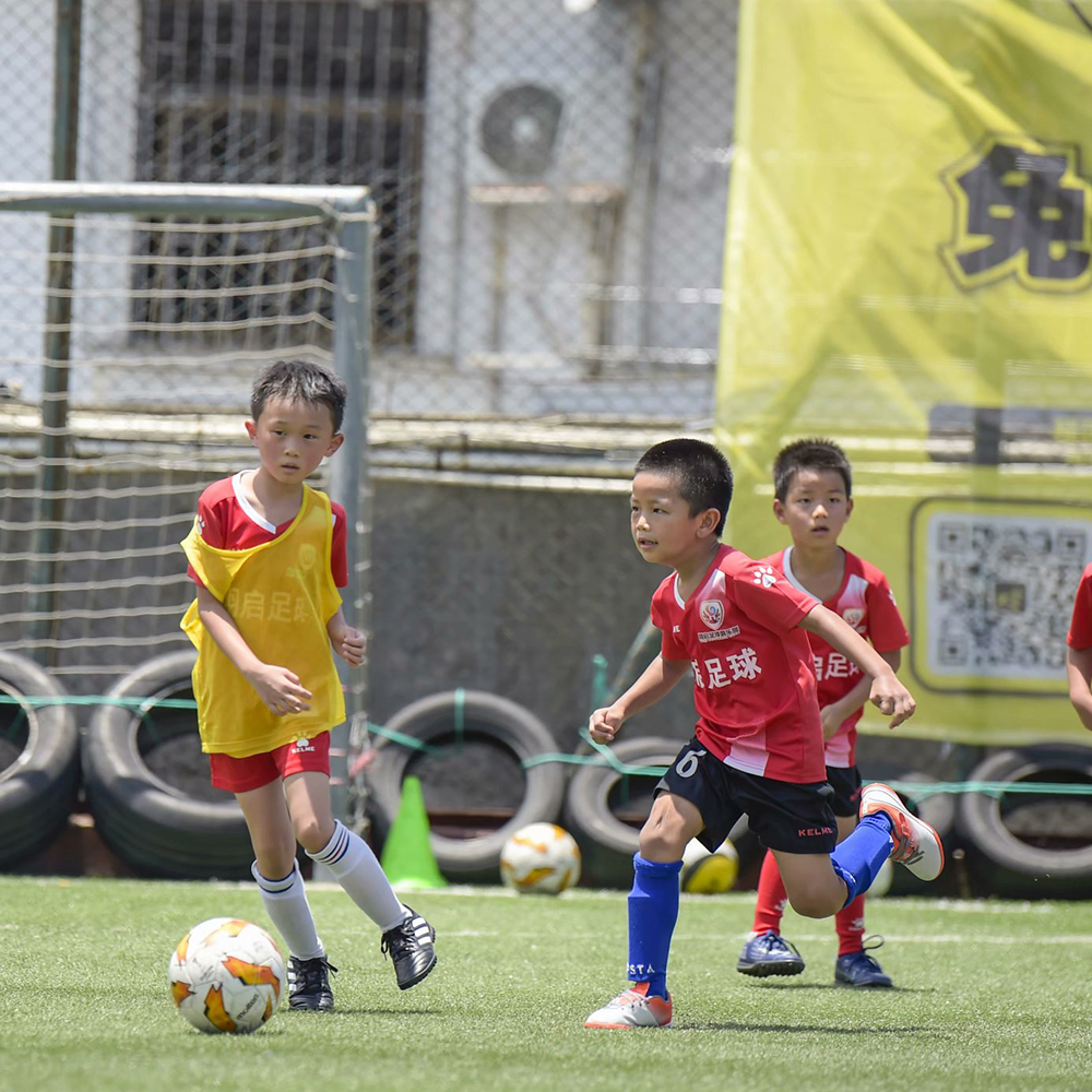教练,我家孩子又不能参加足球训练了......