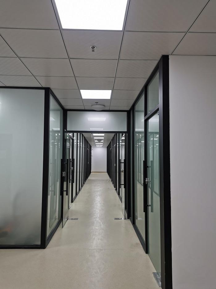 铝合金玻璃隔断.jpg