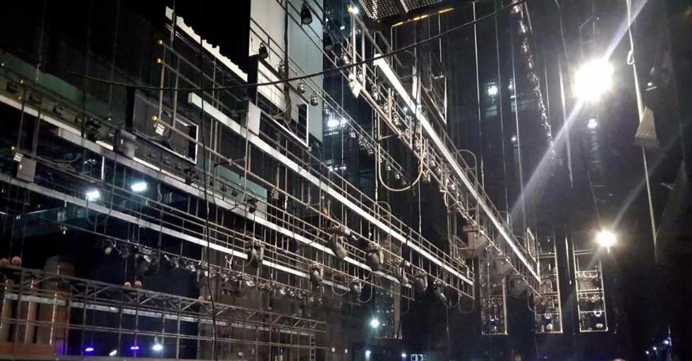 舞台吊杆升降机和升降舞台的作用