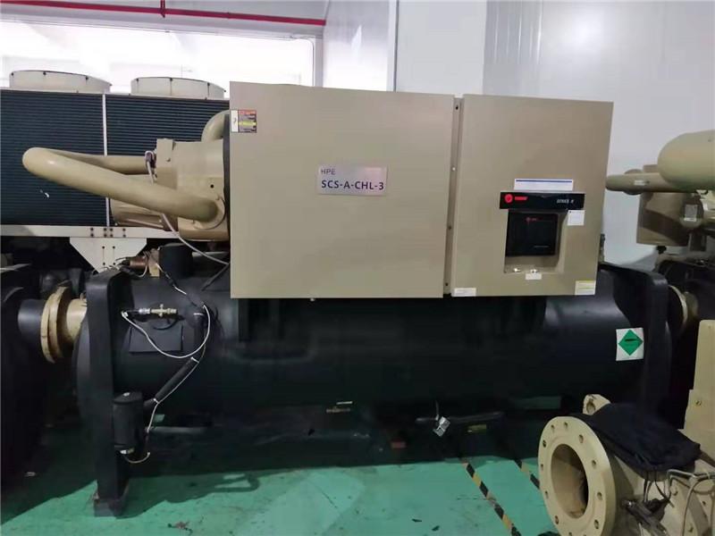 特灵水冷螺杆式冷水机组,制冷量1245KW ,能效比6.2KW