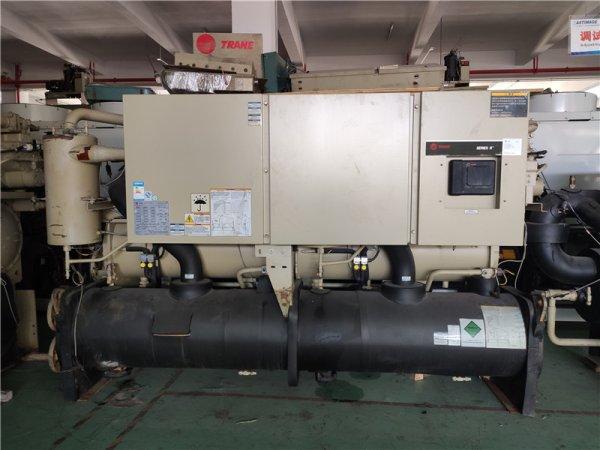 特灵水冷式螺杆机组,型号RTWD200,制冷量704KW