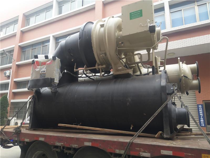 特灵水冷式离心机组制冷量1100冷吨