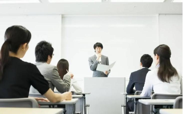 从成人职业教育培训的发展浅析社会就业情况—湖南万廷