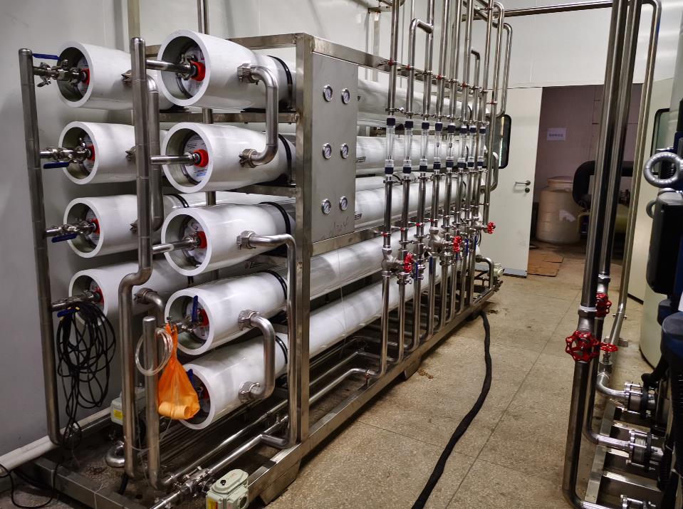 绿禾盛分享:锂电池行业用超纯水设备的简介