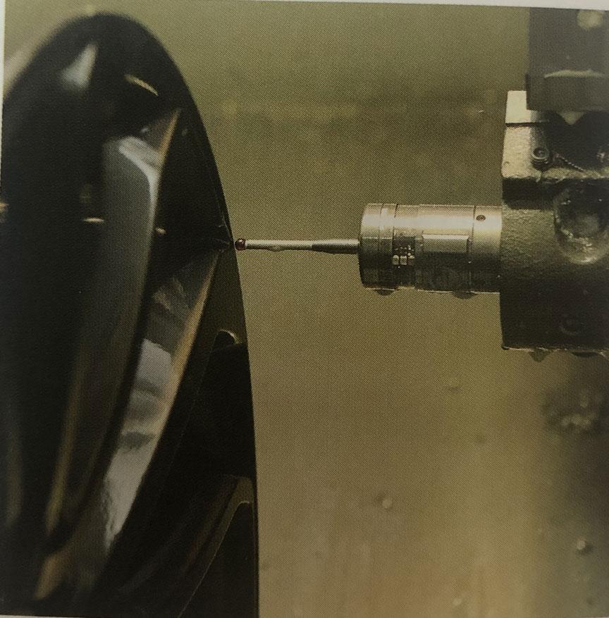 機床測頭在汽車配件制造過程中實現精密測量.jpg