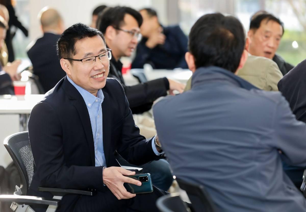 上海映雪服饰领导参加:【龙岩商会】商会举行理事扩大会议暨走进上海成信企业集团参观学习活动