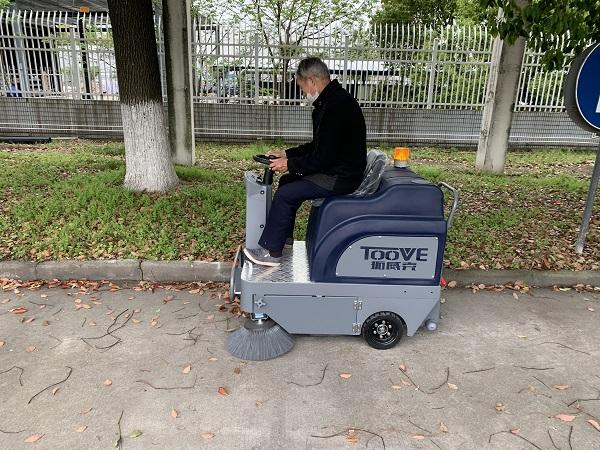 驾驶式道路扫地车的使用寿命