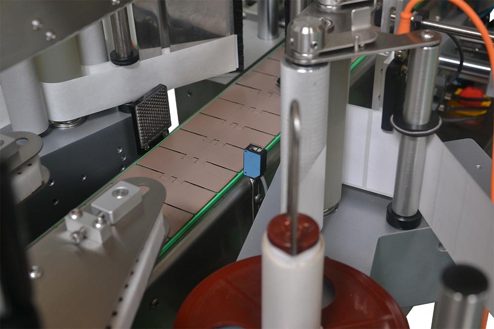 QH400雙面貼標機
