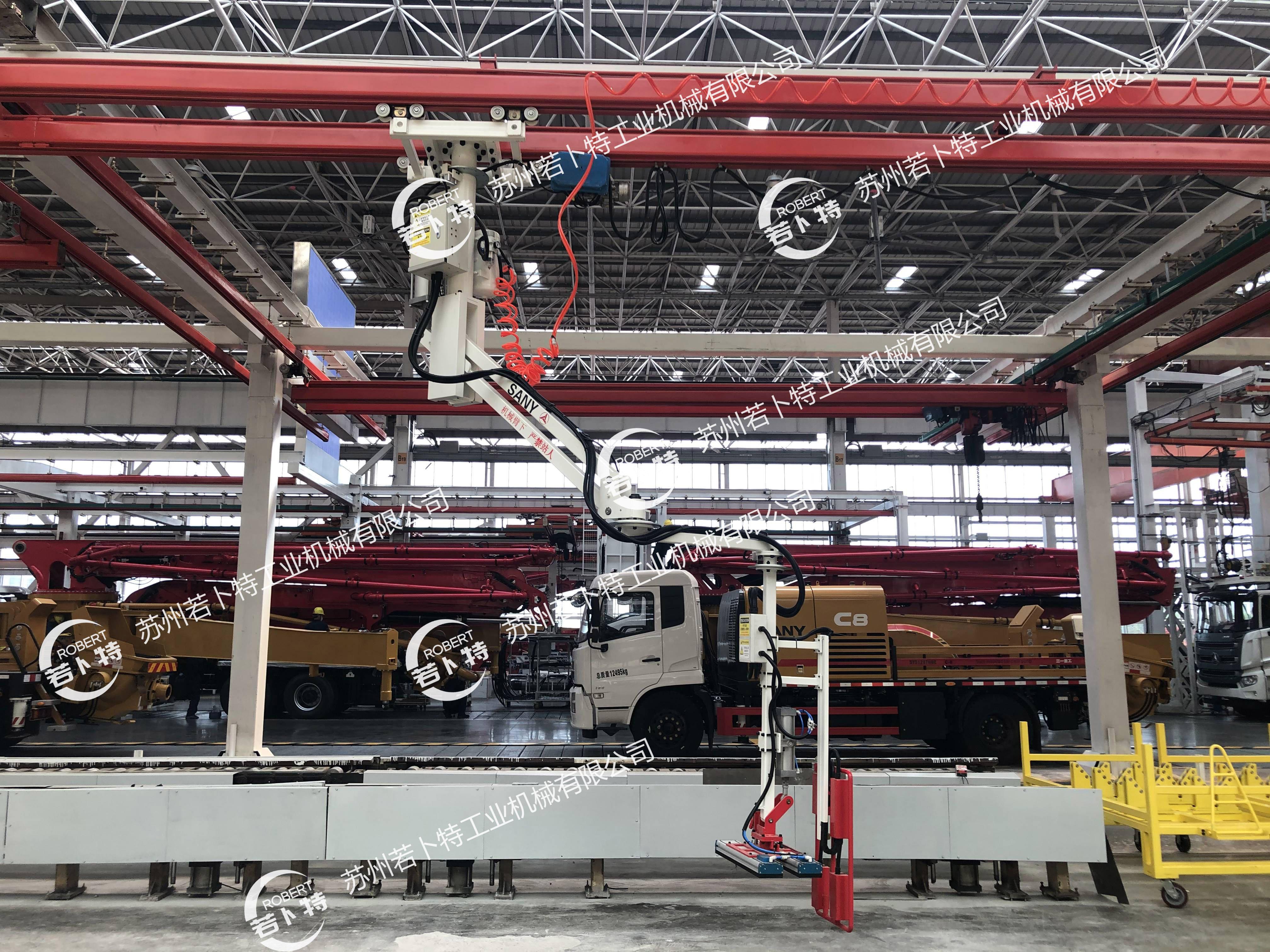 搬运厚重的轮胎很难?-悬挂式助力机械手可以轻松帮助你