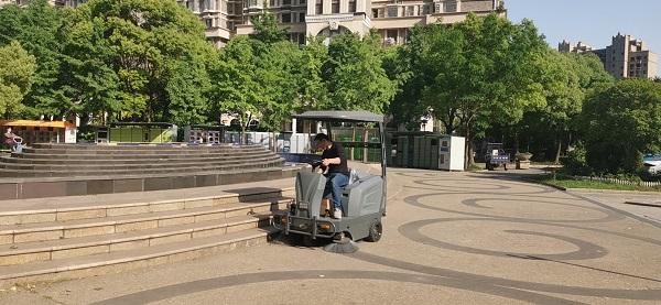 驾驶式扫地机洗地机在各行业中的应用介绍
