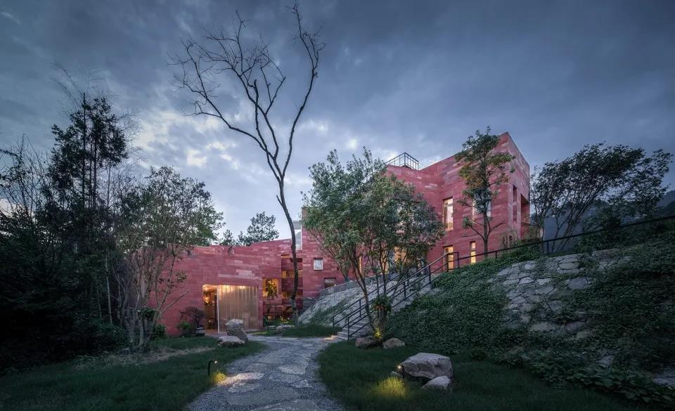 一對滬漂夫妻,回張家界造11層盒子屋,坐擁仙境絕美景色。