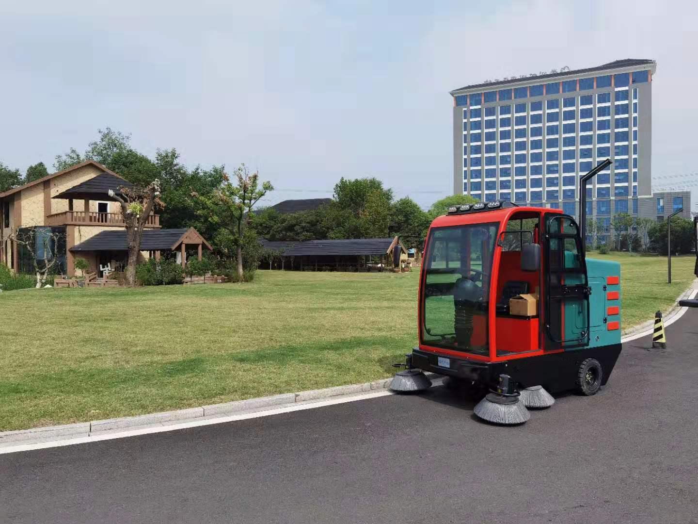 无锡普力拓简述驾驶式扫地车的软刷需要多久更换一次?