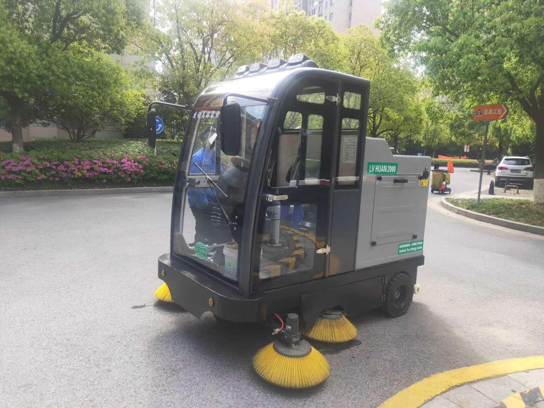 驾驶式扫地机具有哪些优势?-无锡普力拓