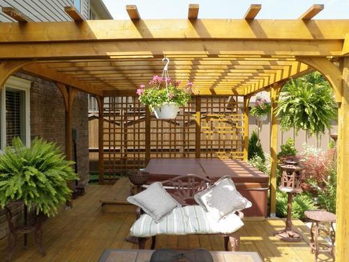 用防腐木营造舒适生活庭院