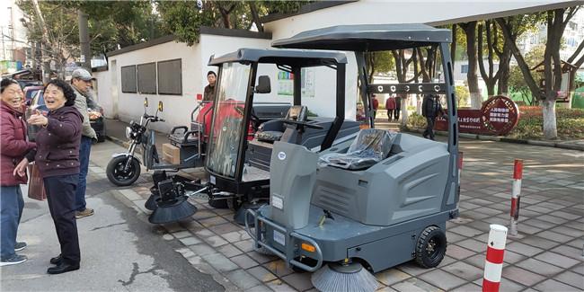 纯电动三轮湿式扫地车图片大全,价格是多少钱?