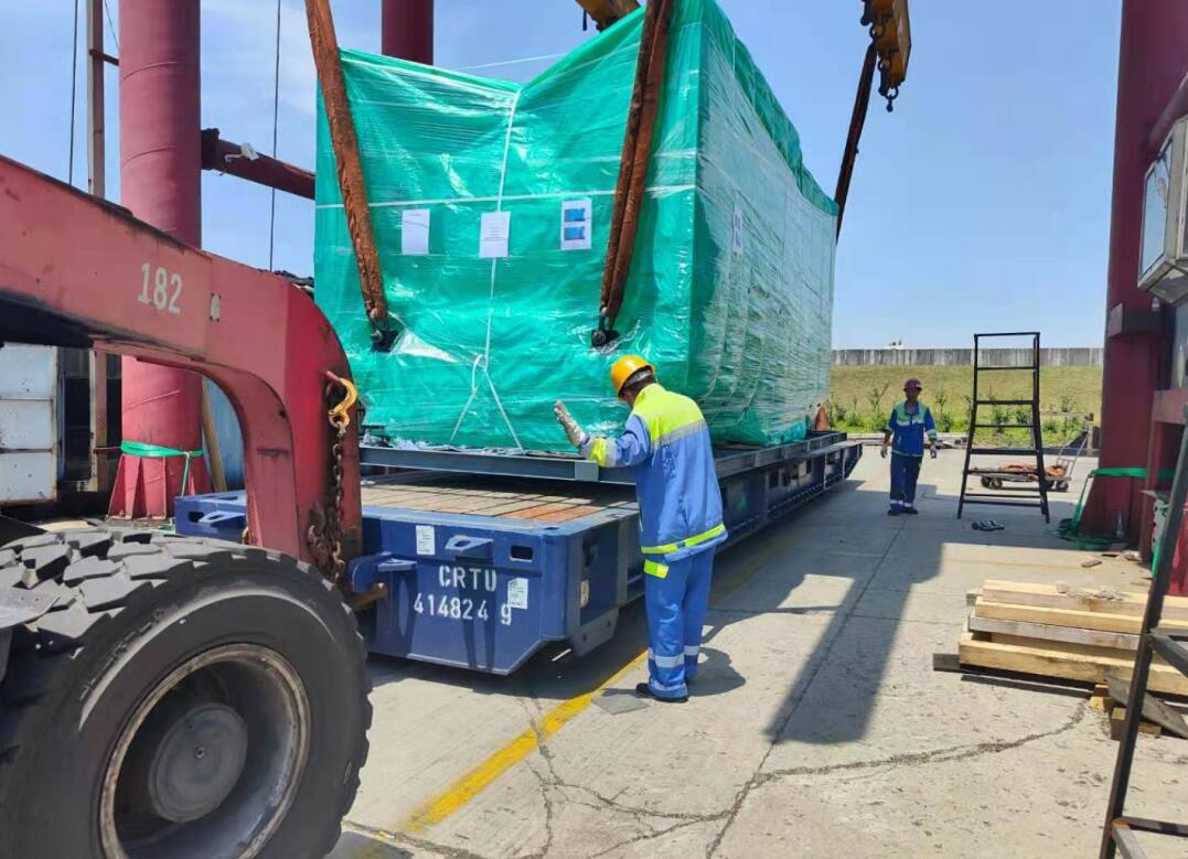 出口精密注塑机设备运输