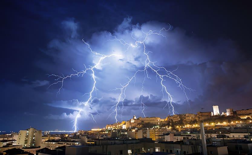 هل هناك علاقة بين تغير المناخ وزيادة العواصف الرعدية؟