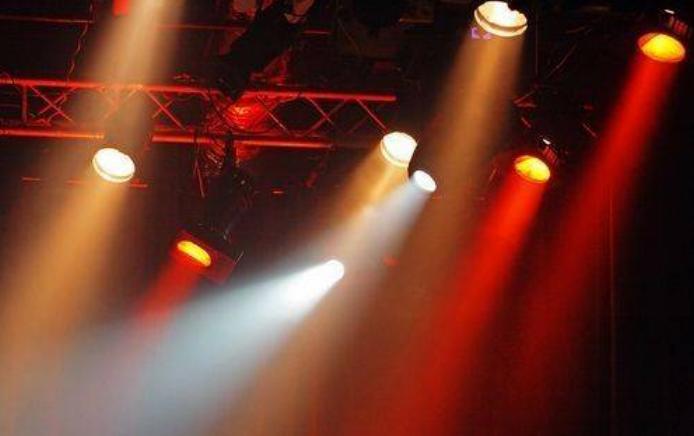 如何操作好舞台灯光