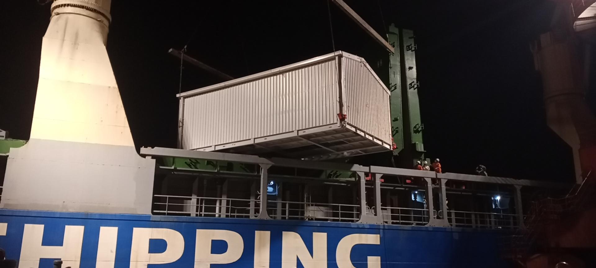 电气房设备船边直装