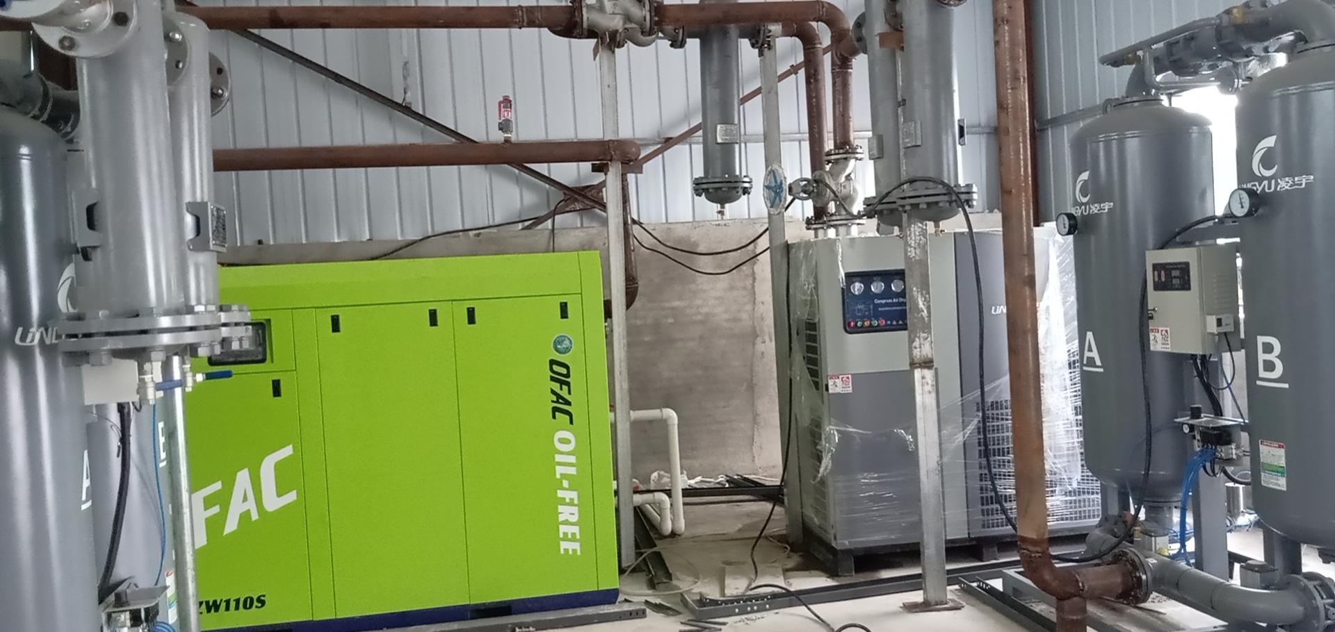 河南制yao工厂无油水润滑螺杆空压机安装实例