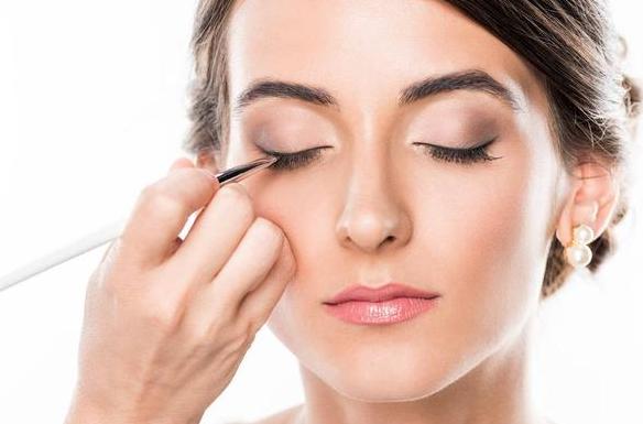 武威化妆培训之单眼皮不用美目贴,怎样画出好看的眼妆?