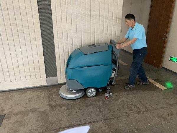 刚开始接触洗地机该如何操作使用?