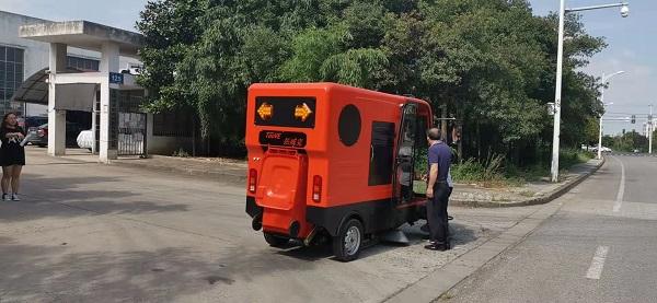 电动清扫车的广泛运用场所及4大核心优势