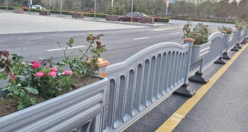 河南新型道路護欄出廠價格 河南天藝景觀建材供應